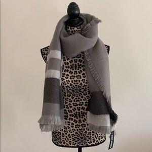 Steve madden gray blanket scarf/wrap
